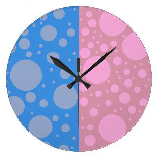 Punkt-rosa blaue runde (große) Wanduhr