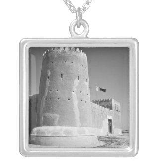 Qatar, Al Zubarah. Al-Zubarah Fort (b.1938) jetzt Versilberte Kette