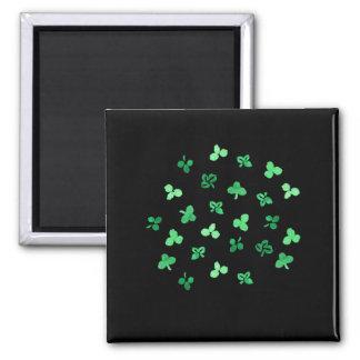 Quadratischer Magnet mit Klee-Blätter