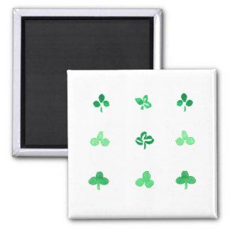 Quadratischer Magnet mit neun Klee-Blätter