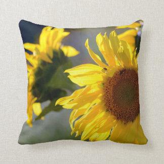 Quadratisches Wurfs-Kissen mit Sonnenblume-Entwurf Kissen