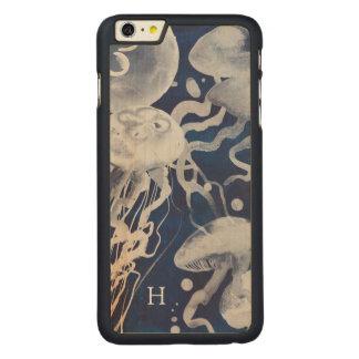 Quallen auf Marine-Hintergrund Carved® Maple iPhone 6 Plus Hülle