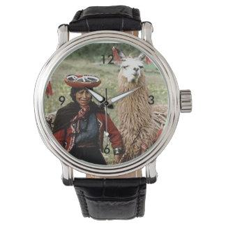 Quechua Frau mit dem zwei Lama-Foto Handuhr