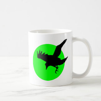 Rabe auf grünem Kreis-Hintergrund Kaffeetasse