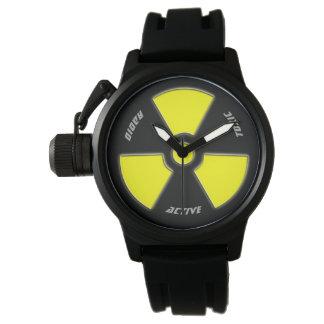 """""""Radioaktiver"""" Entwurf für das tapfere Armbanduhr"""