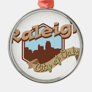 Raleigh-Stadt der Eichen Rundes Silberfarbenes Ornament