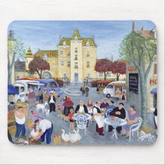 Rathausplatz in Burgunder Mousepads