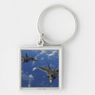 Raubvögel der US-Luftwaffe-F-22 im Flug nahe Guam Schlüsselanhänger