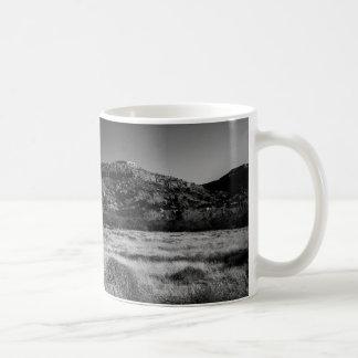 Raum zu durchstreifen kaffeetasse