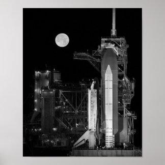 Raumfähre-Entdeckung auf Abschussrampe Poster