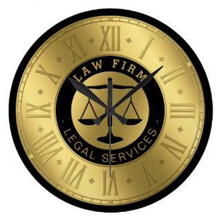 Rechtsanwalt goldenen Skalen an den Gesetz| von Große Wanduhr