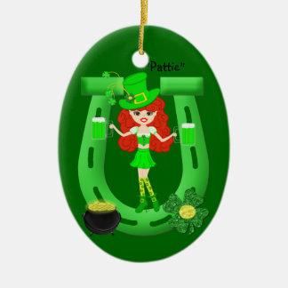 Redhead-Mädchen-Kobold St. Pats Tages Ovales Keramik Ornament