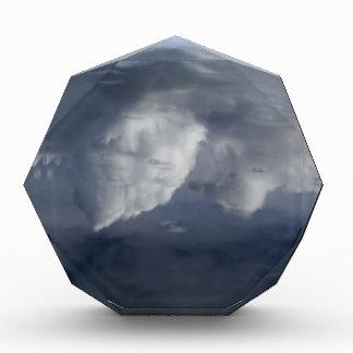 Reflexion der Wolken auf Wasser Acryl Auszeichnung
