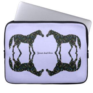 Reflexions-Blau-Pferde Laptopschutzhülle