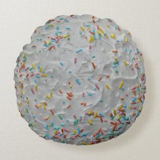 Regenbogen besprüht auf weißem Zuckergusse Rundes Kissen