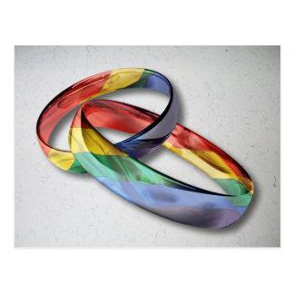 Regenbogen-Eheringe für Heirat-Gleichheit Postkarte
