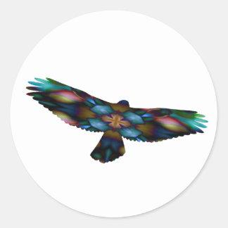 Regenbogen-Mandala-Kaleidoskop-Falke im Flug Runder Aufkleber