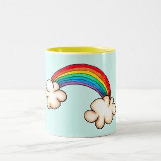 Regenbogen und Wolken-Tasse Zweifarbige Tasse