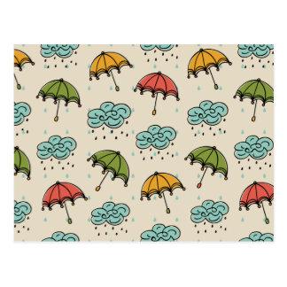 Regnerische Wasser-Tropfen und Regenschirme Postkarte