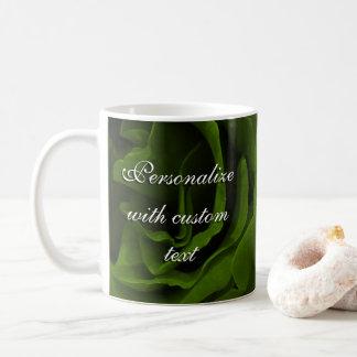 Reiches Rosen-Blumen-Foto des olivgrünen Grüns Kaffeetasse