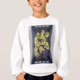 Reife Trauben im Kasten Sweatshirt