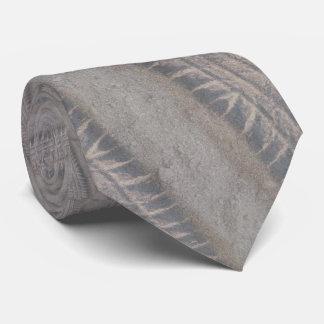 Reifen spürt Krawatte auf