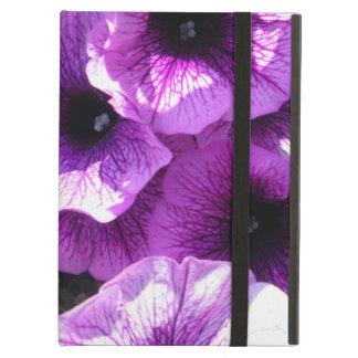 Reihe der lila Wellen-Petunien