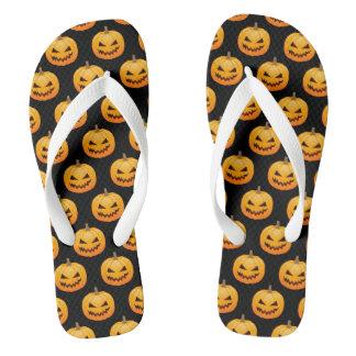 Reihen gespenstischer Halloween-Kürbise Flip Flops