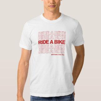 Reiten Sie ein Fahrrad Hemden