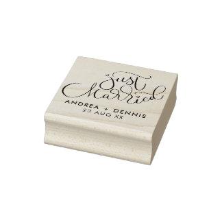 Reizende Handmit buchstaben gekennzeichnetes Gummistempel