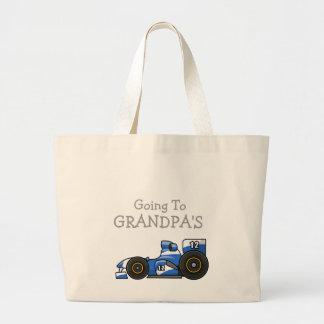 Rennen-Auto, das zu die Taschen-der Tasche des
