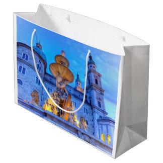Residenzplatz in Salzburg, Österreich Große Geschenktüte