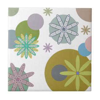 Retro 60er Blumen u. Punkte Kleine Quadratische Fliese