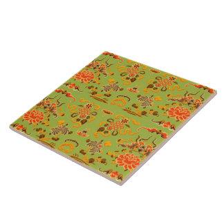 Retro Blumen in Grünem, in Orange und Brown Große Quadratische Fliese