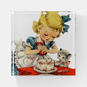 Retro Geburtstags-Mädchen-Kuchen-Katzen-Grafik Briefbeschwerer