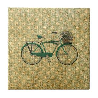 Retro grünes Fahrrad mit Blumen-Korb Kleine Quadratische Fliese