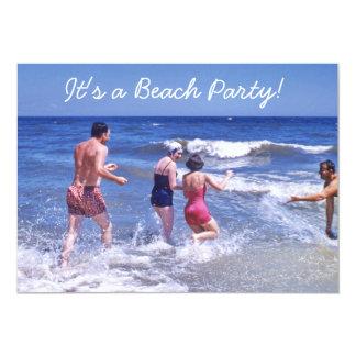Retro Jahr-blauer Strand bewegt Vintage Badeanzüge Karte