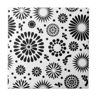Retro Schwarz-weiße Blumen Fliese