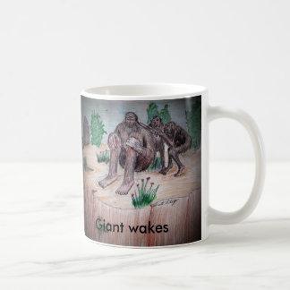 Riese weckt, Riese weckt Kaffeetasse