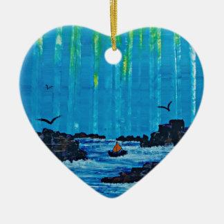 Riesiger nebelhafter Wald durch Fluss Keramik Herz-Ornament