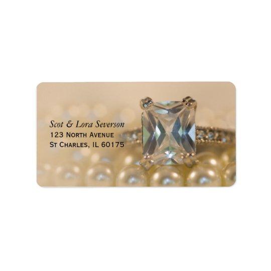 Ring Prinzessin-Diamant und weiße Perlen, die Adressaufkleber