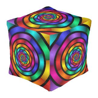 Ringsum und psychedelische bunte moderne kubus sitzpuff