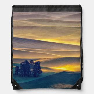 Rolling Hills des Weizens an Sonnenaufgang | WA Sportbeutel