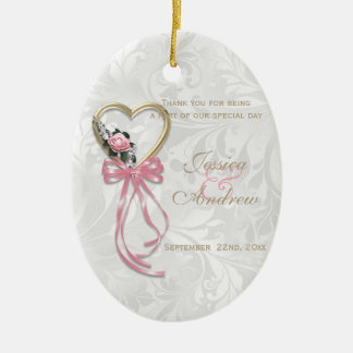 Romantische Rose, Goldherz u. rosa Band Ovales Keramik Ornament