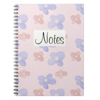 Rosa blaue Blumen auf Pastellrosa Notizblock