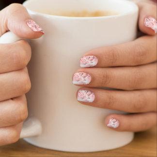 Rosa Diamant-Schein auf hellem Pastellglänzendem Minx Nagelkunst