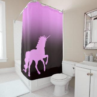 Rosa Einhorn auf schwarzem und rosa Hintergrund Duschvorhang