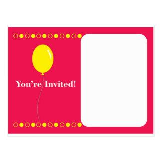 Rosa Einladung mit einem gelben Ballon Postkarte