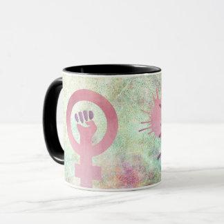 Rosa feministisches Symbol auf Tasse