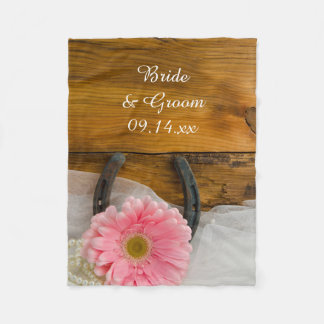 Rosa Gänseblümchen-und Hufeisen-Land-Hochzeit Fleecedecke